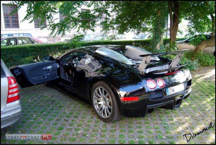 jeden z dw ch w polsce bugatti veyron na sprzeda. Black Bedroom Furniture Sets. Home Design Ideas