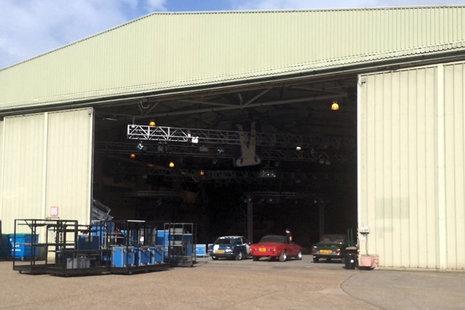 fot. [url=http://www.sunmotors.co.uk/news/top-gear-set-dismantled-after-clarkson-axe/]The Sun[/url]