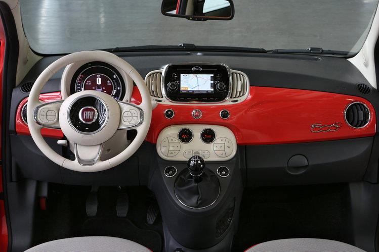 Aktualne Fiat 500 po liftingu (2015) - Włosi odświeżyli stylowego malca EH37
