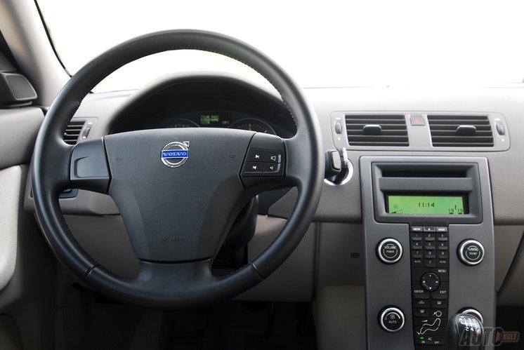 Oryginał Volvo S40 D2 Kinetic DRIVe - porządek po szwedzku [test autokult OR08