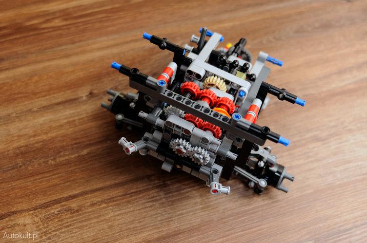 Lego Technic Land Rover Defender: uczta dla (wewnętrznego