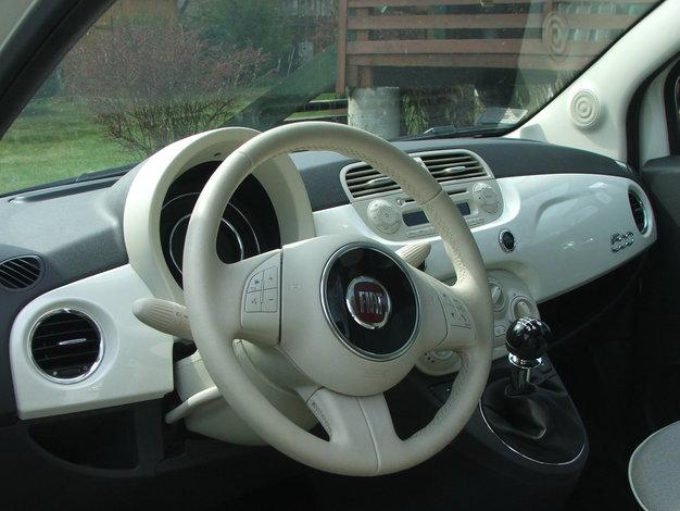 Masywnie Maciek testuje - Fiat 500 1.2 Lounge | Autokult.pl GA03