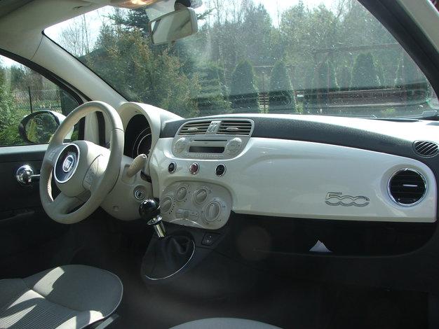 Wspaniały Maciek testuje - Fiat 500 1.2 Lounge | Autokult.pl LB55