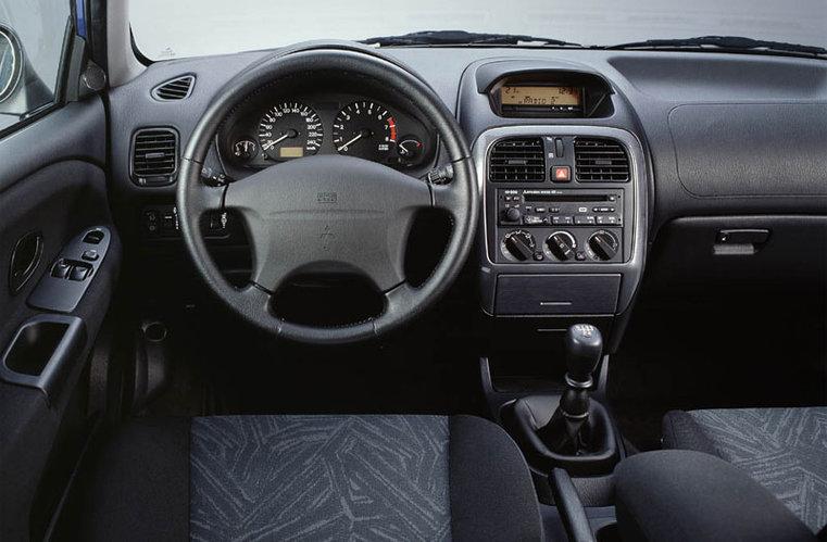 Mitsubishi Carisma Wnetr C C E on 2001 Mitsubishi Galant Interior